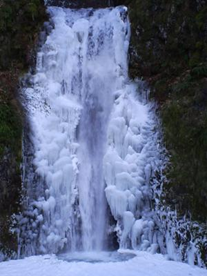 Low Multnomah Falls in very cold weather